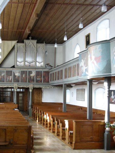 Holzkirch - Kirchenraum.JPG