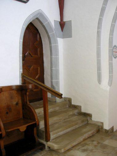 Holzkirch - Treppe.JPG